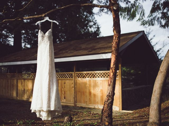 Matt and Lindsey's wedding in Bowen Island, British Columbia 7