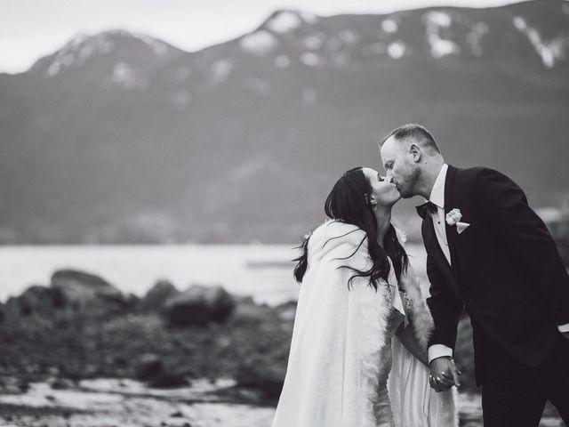 Matt and Lindsey's wedding in Bowen Island, British Columbia 31