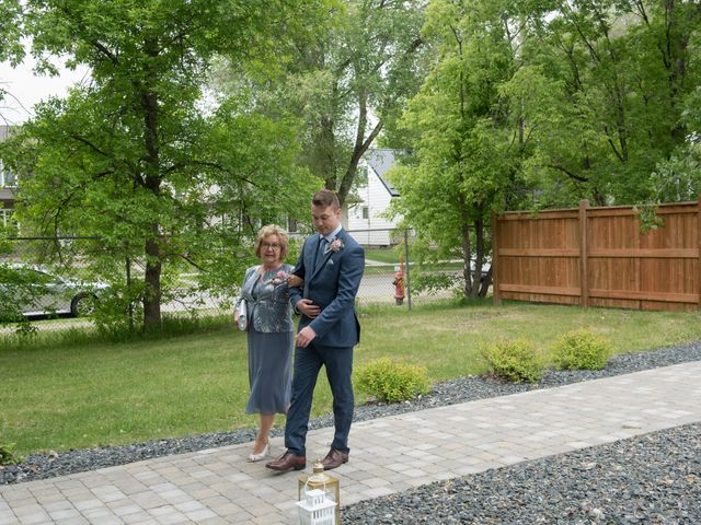 Larissa and Ryan's wedding in Winnipeg, Manitoba 34