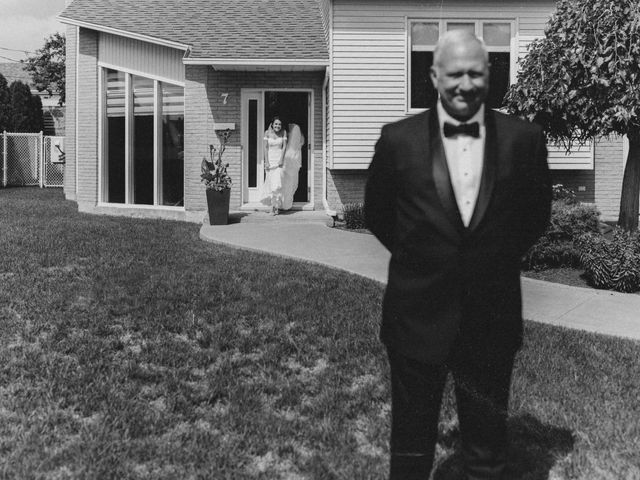 Jonathan and Audrey's wedding in Saint-Charles-sur-Richelieu, Quebec 8