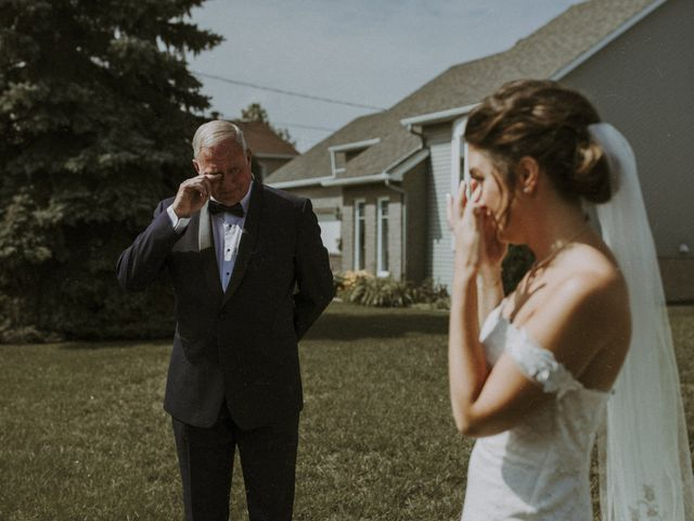 Jonathan and Audrey's wedding in Saint-Charles-sur-Richelieu, Quebec 9