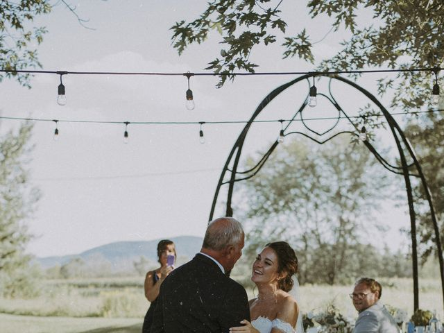 Jonathan and Audrey's wedding in Saint-Charles-sur-Richelieu, Quebec 32