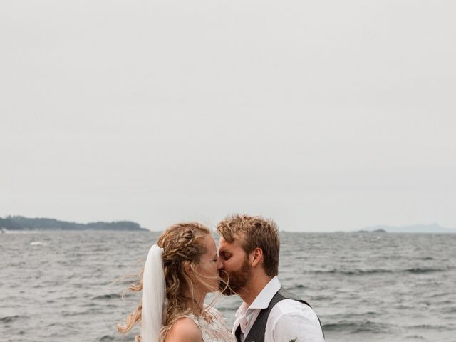 Brody and Ally's wedding in Gabriola, British Columbia 5