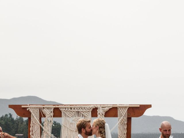 Brody and Ally's wedding in Gabriola, British Columbia 4
