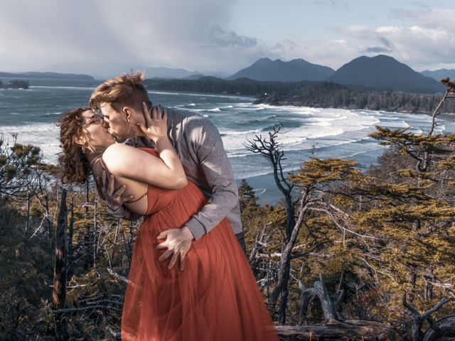 Riley and Brianne's wedding in Tofino, British Columbia 4
