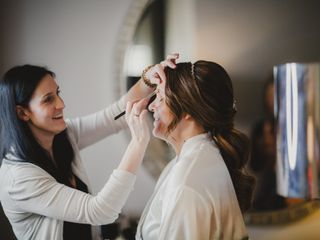 Victoria Barrett Makeup & Hair Artistry 4