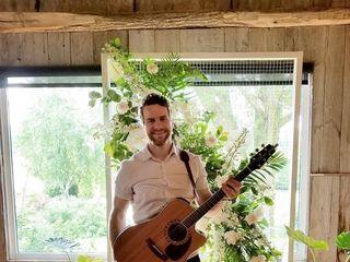 Gareth Bush - Singer Guitarist 5