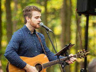 Gareth Bush - Singer Guitarist 7
