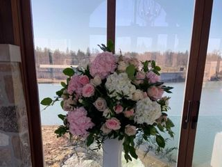 First Comes Love Weddings & Floral Designs 5