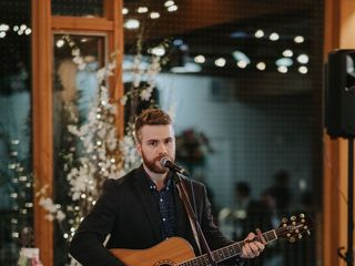 Gareth Bush - Singer Guitarist 3