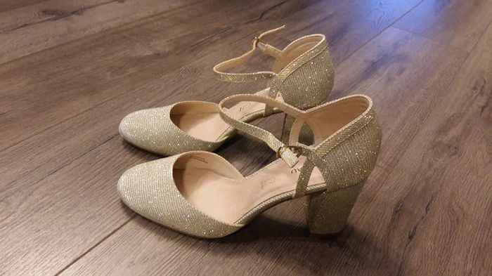 Best high heeled shoes for the bride that avoids them - 1