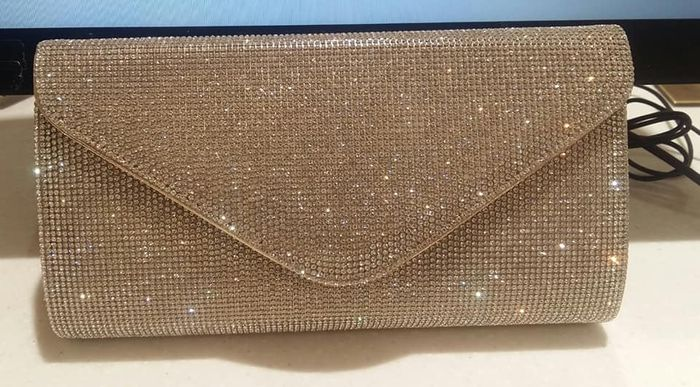 Are you carrying a clutch on your wedding day?! 1