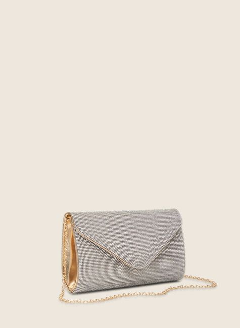 Are you carrying a clutch on your wedding day?! 3