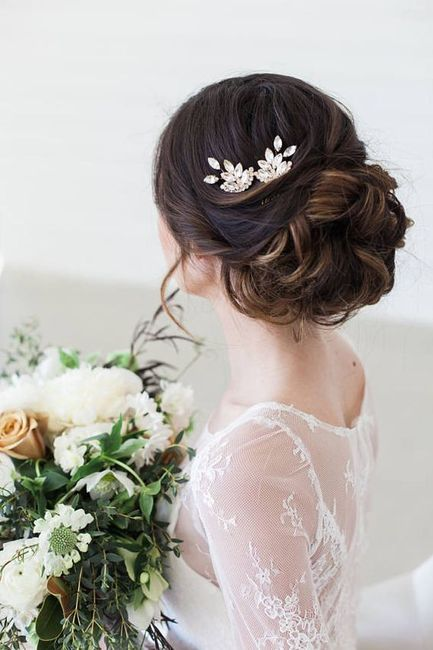 Hair Accessories: Floral or Non-Floral? 2