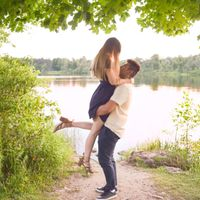 What to wear for engagement pictures? - 1