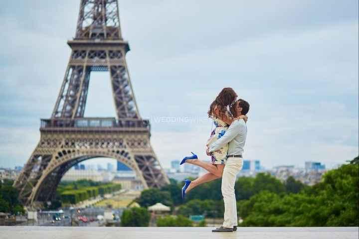 couple on honeymoon in paris