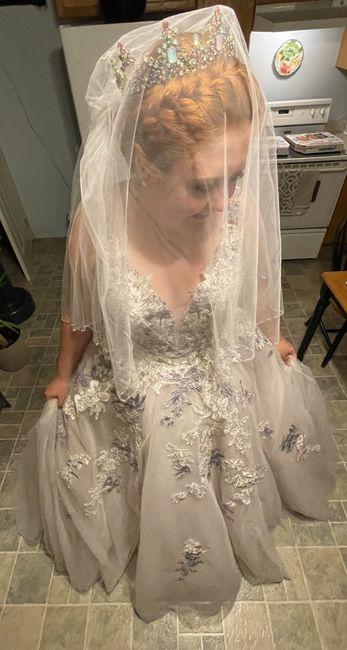 Wearing a crown or tiara for wedding? 1